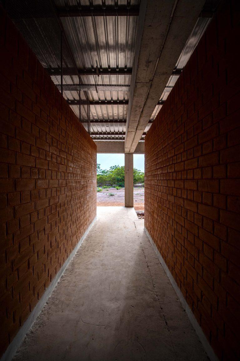 ATELIER D'ARCHITECTURE GALAND_SEN801_couloir extérieur_©copyrights