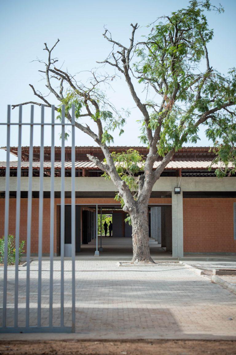 ATELIER D'ARCHITECTURE GALAND_SEN801_entrée du site_©copyrights