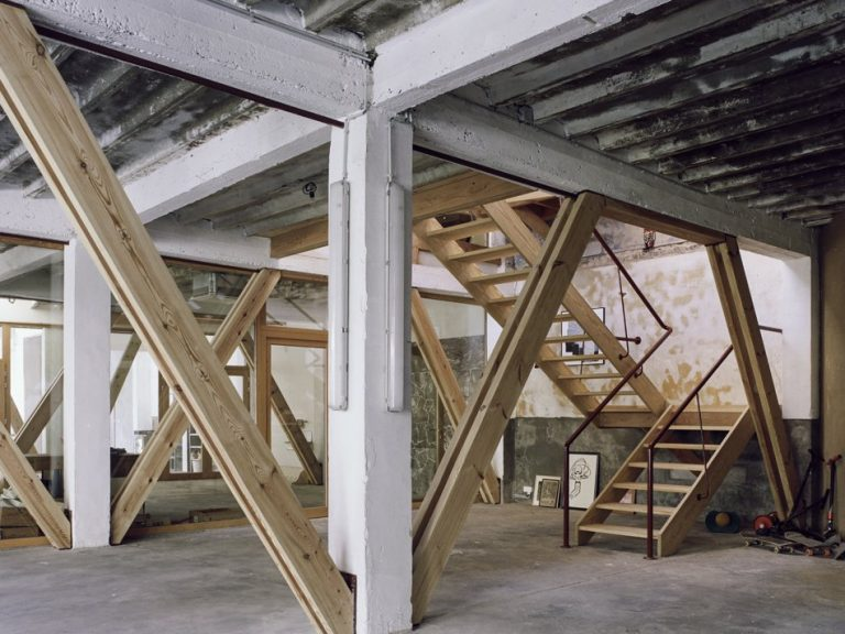AgwA_Verbiest_Existing concrete structure reinforced by wooden beams_Severin Malaud.jpg