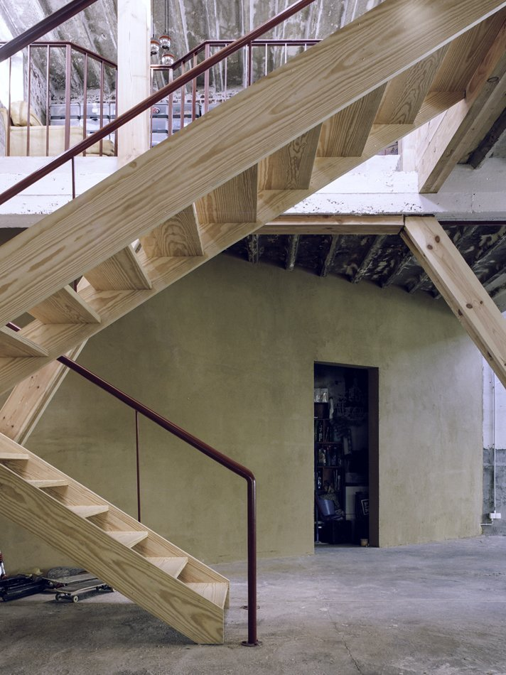 AgwA_Verbiest_Stairs and locally produced earth wall finish_Severin Malaud