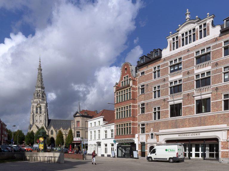 LAVA-Architecten-De Rinck-exterior view from market_© Lumecore