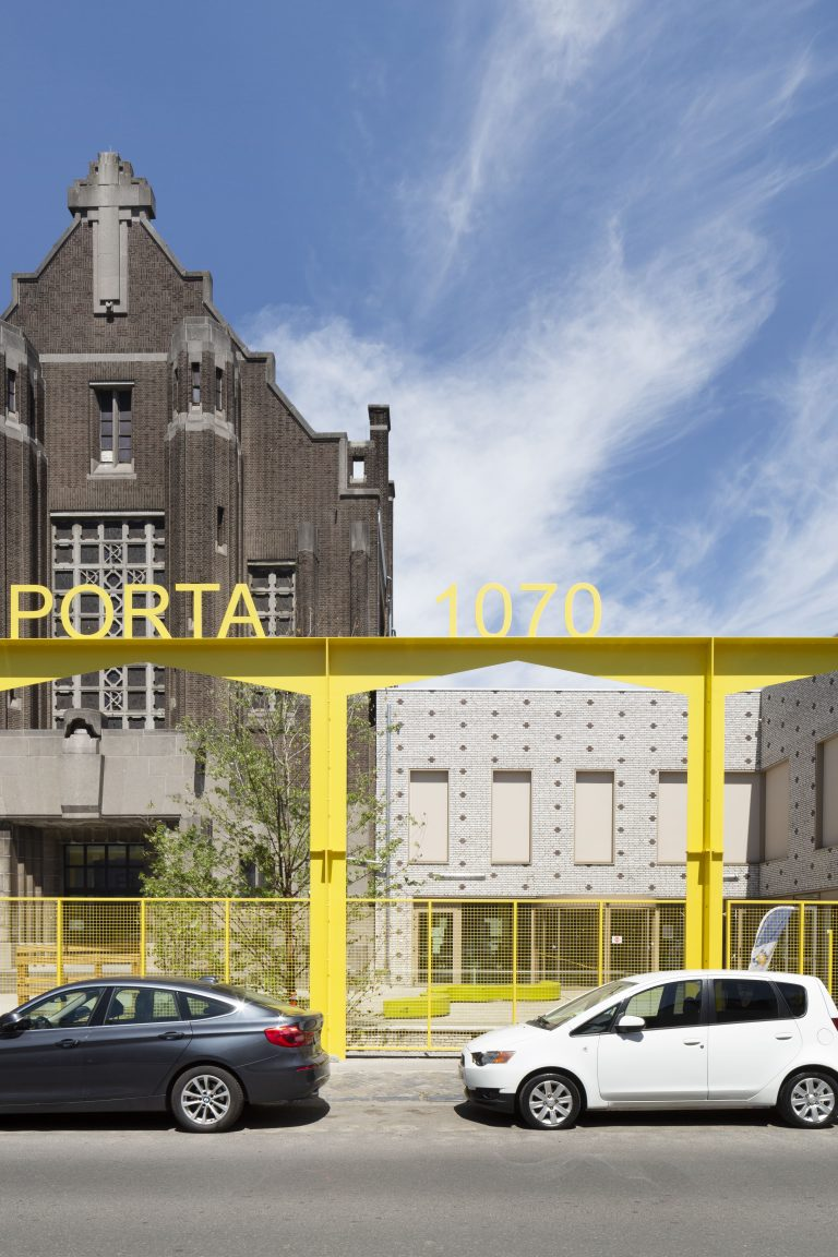 OSK-AR architecten_PORTA 1070_Main entrance to the school site_c. Luca Beel