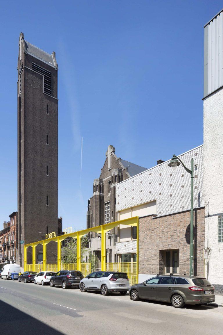 OSK-AR architecten_PORTA 1070_Main facade of the school site_c. Luca Beel