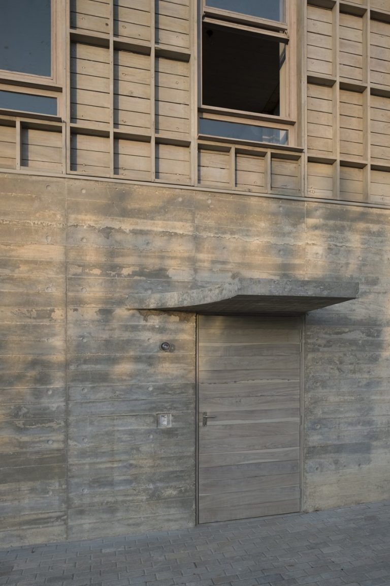 sugiberry_Pine Concrete House_Canopy Shape from Timber Landing_sugiberry