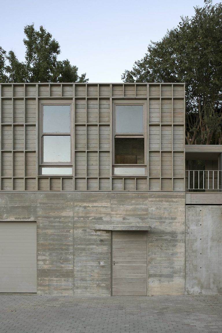 sugiberry_Pine Concrete House_Entrance_sugiberry