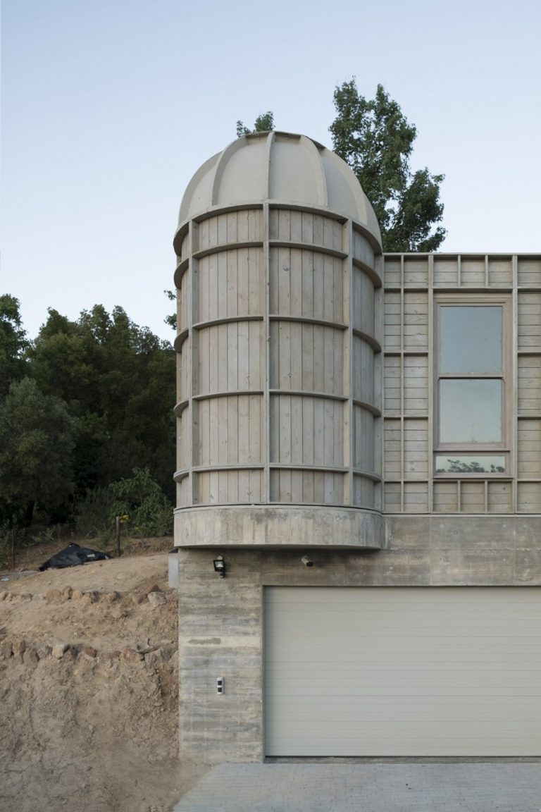 sugiberry_Pine Concrete House_Reused Formwork Cylinder_sugiberry